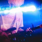 若きギターロックヒーロー爆誕。秋山黄色1stワンマン『登校の果て』