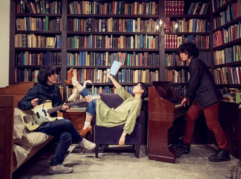 藤岡みなみ&ザ・モローンズが3週連続MV公開、第一弾でタワレコ店内駆け回る