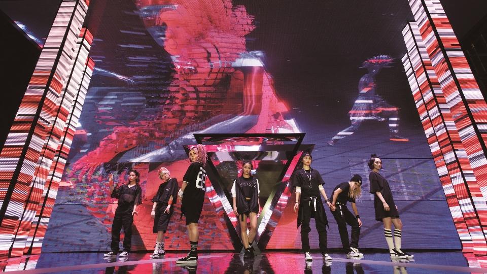 FAMM'INが新曲MVで魅せるLEDを駆使した映像美