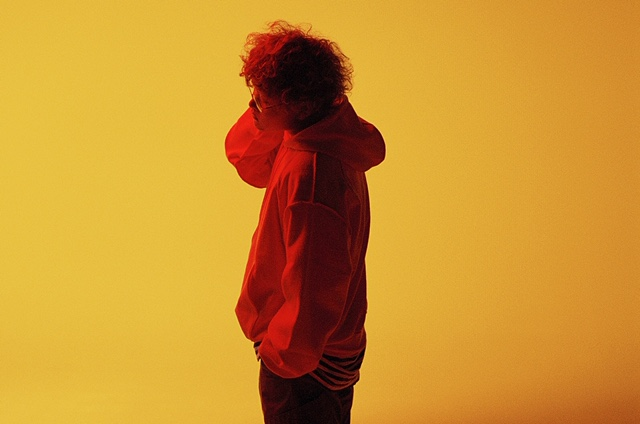 Vaundy、多彩な音楽性を持つ19歳のアーティスト