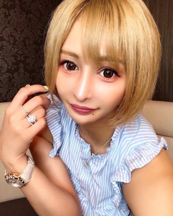 社長・桜井野の花、100ヶ月連続No.1の伝説を持つカリスマキャバ嬢
