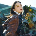 ドラマのタイアップで注目を集めるソロシンガー・安田レイの魅力を紐解く