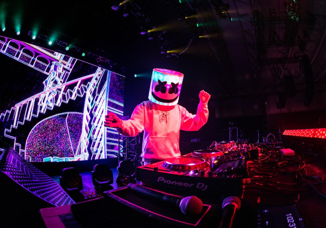 世界的DJ「マシュメロ」、その覆面に隠された素顔とは?